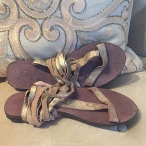 free people brown gladiator sandals w/ gold fabric